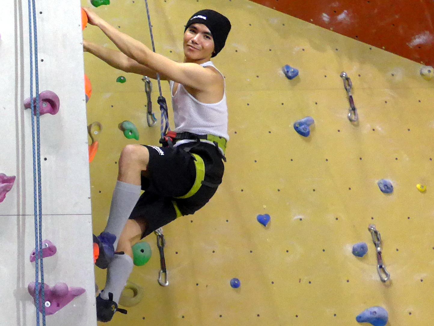 Jugendliche Flüchtlinge zeigen ihre Power beim Klettern